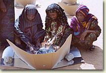 mujeres cocinando con el kit solar de SCI
